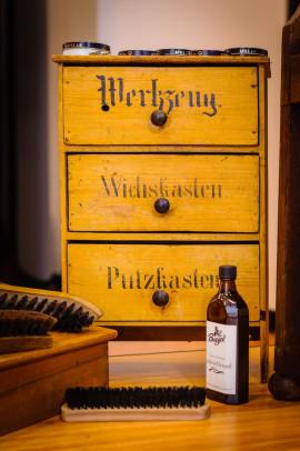 Original Utensilienschränkchen aus den 20er Jahren. Foto: André Wirsig