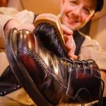 Christian Seifert ist der Schuhputzer. Foto: André Wirsig